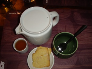 Lemongrass tea with cashew/coconut cookie
